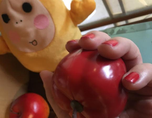 りんご色のネイル