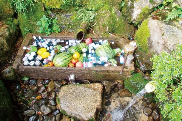 中野集落の湧水「秋葉の水」