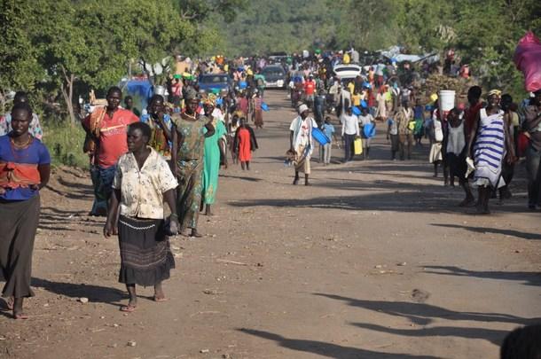 故郷を追われ国外に避難する難民の人々(2016年7月)