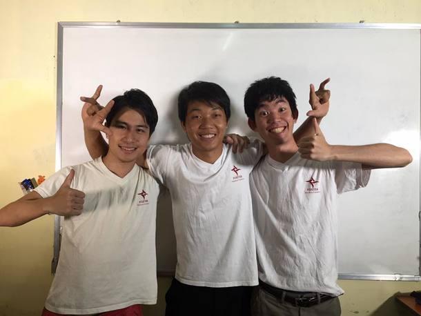 プロジェクトサブリーダー・安田(左)、現地パートナー・ジョセフ(中央)、そして私の3人で。