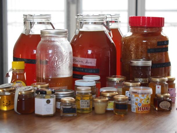 プロジェクトでとれる季節のハチミツと、世界からのハチミツ