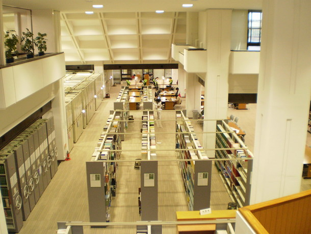 医学図書館館内
