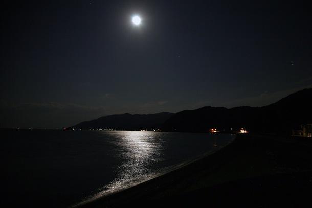 月夜の北灘町