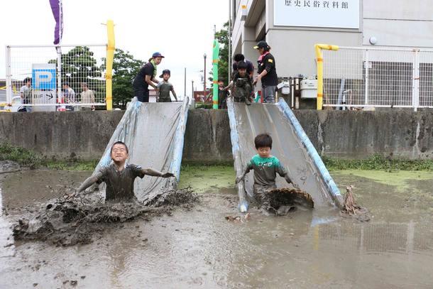 泥んこ滑り台
