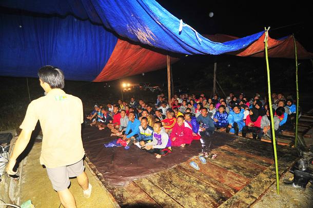 森で子供たちへの教育活動