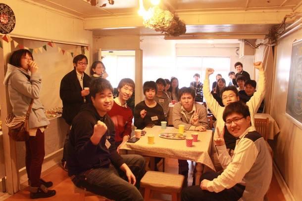 大学生の卒業を地域の方とお祝いするパーティ
