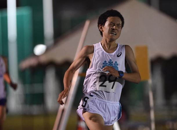 全日本大学駅伝予選会出場を目指し日体大記録会10000mで力走する1年の相馬