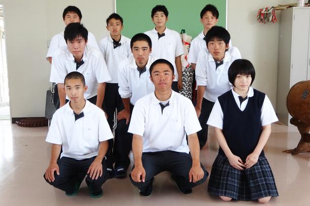 邇摩高校 集合写真