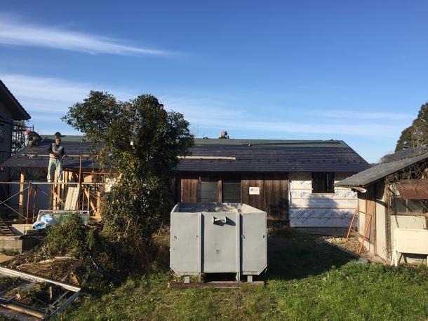 ガルバリウムの屋根を葺く(2017年12月)