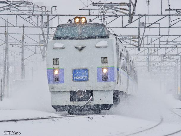 雪を蹴って走るキハ183-214