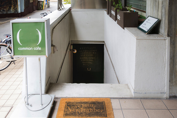 梅田各駅から徒歩10分、谷町線・中崎町駅から1分です。