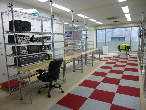 「夢の図書館」読書室 「マイコン博物館」右側と「模型とラジオの博物館」左側(2017年8月)