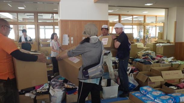 愛媛県西予市野村町で物資を配布:2018年7月16日撮影