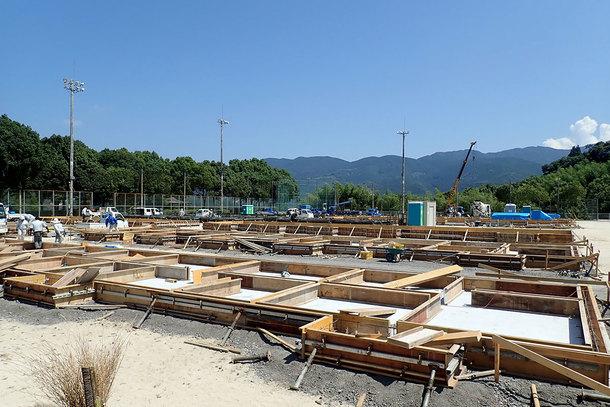 仮設住宅の建設が始まった愛媛県西予市の野村運動公園