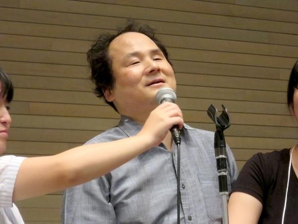 笑顔でスピーチをする福島さん