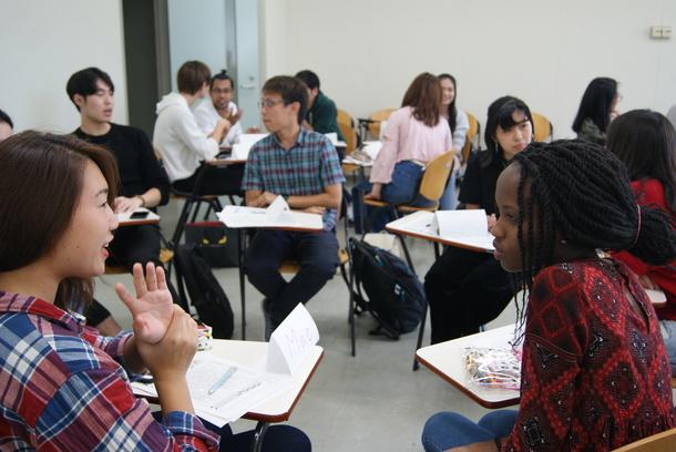 APUの多文化な授業風景