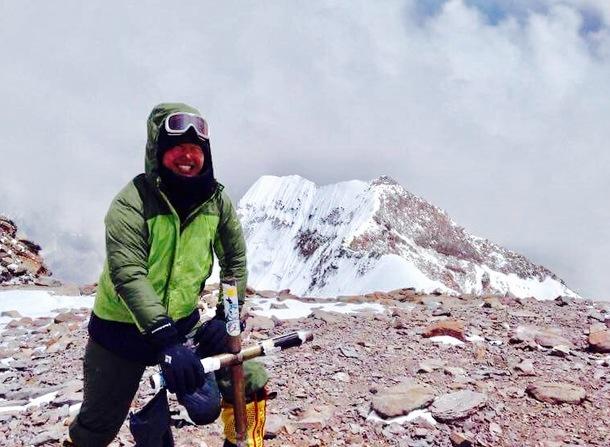 南米最高峰アコンカグアの山頂にて