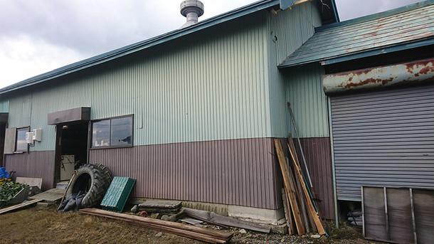 研究拠点となるの古い納屋の写真