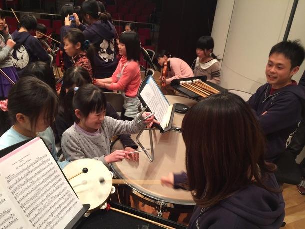 福島県の子供達は楽器に興味津々!