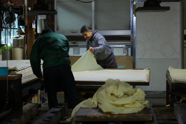 長田製紙所 天然紙 板張り