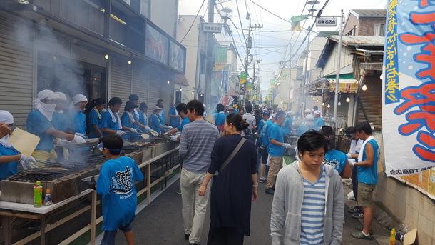 栄四丁目商店会主催 さんま祭りの様子