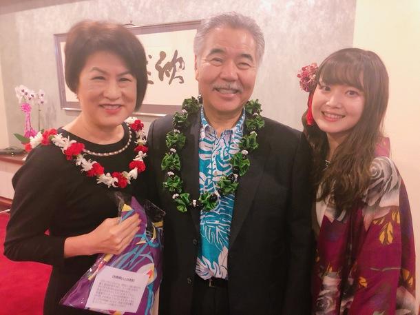 ハワイ州知事に贈呈