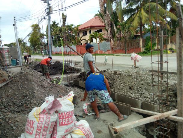 校舎前フェンス建設