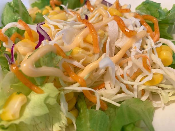 サラダにラヨネーズ