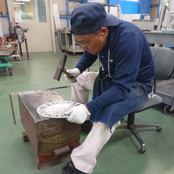 現代の名工・藤井洋征さん打出しの様子