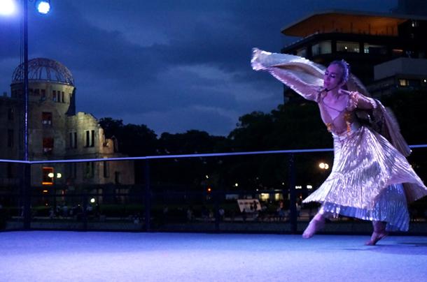 画像:ステージで披露された舞踊