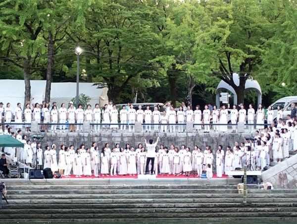 画像:聖歌隊ワンドロップによる合唱