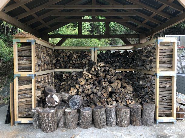 3トンほどの薪が入ってます