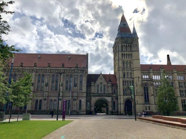 イギリスのマンチェスター大学留学時(世界27位!)