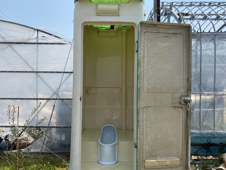 仮設トイレの写真
