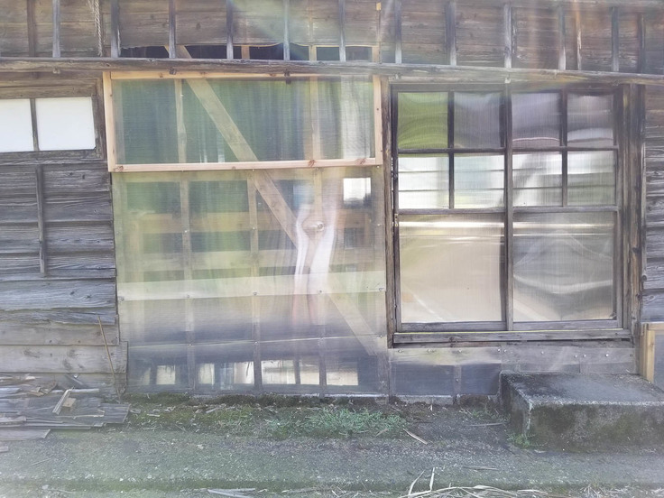 納屋の壁ー透明