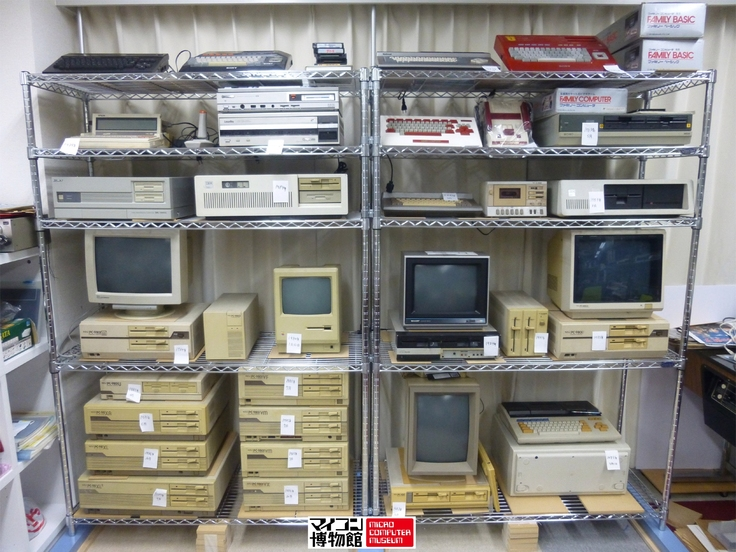 写真:1983年から1985年までのマイコン展示棚