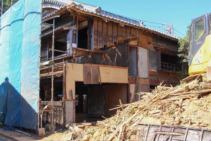 鳥羽なかまちの取り壊される空き家の様子