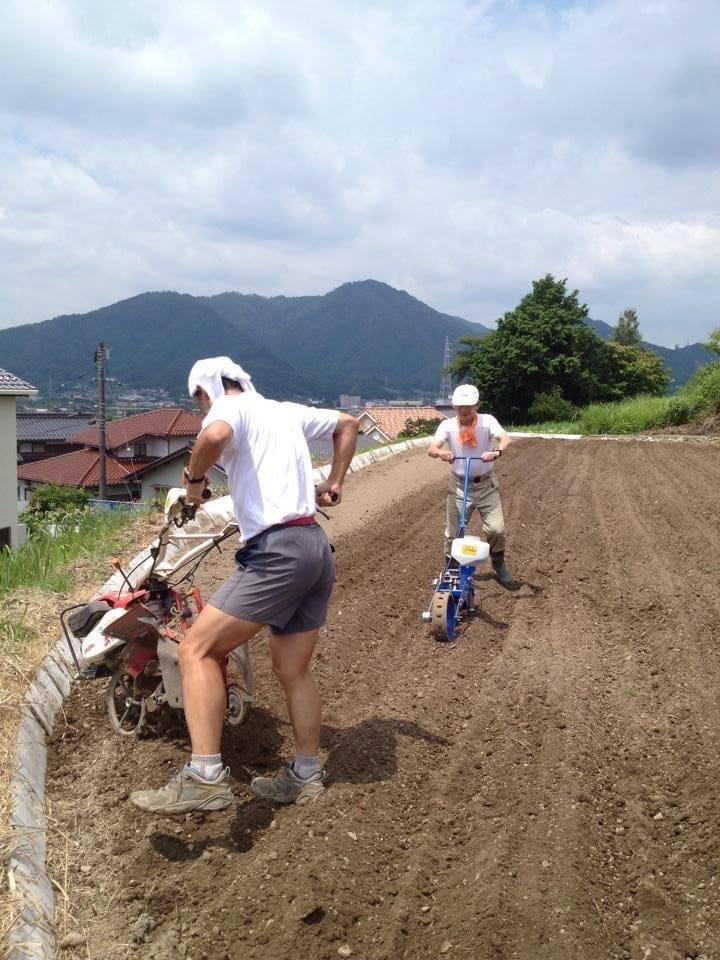 農作業風景(日本トライアスロンの父・永谷誠一氏と)