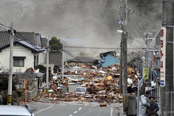 大船渡の街に押し寄せた津波