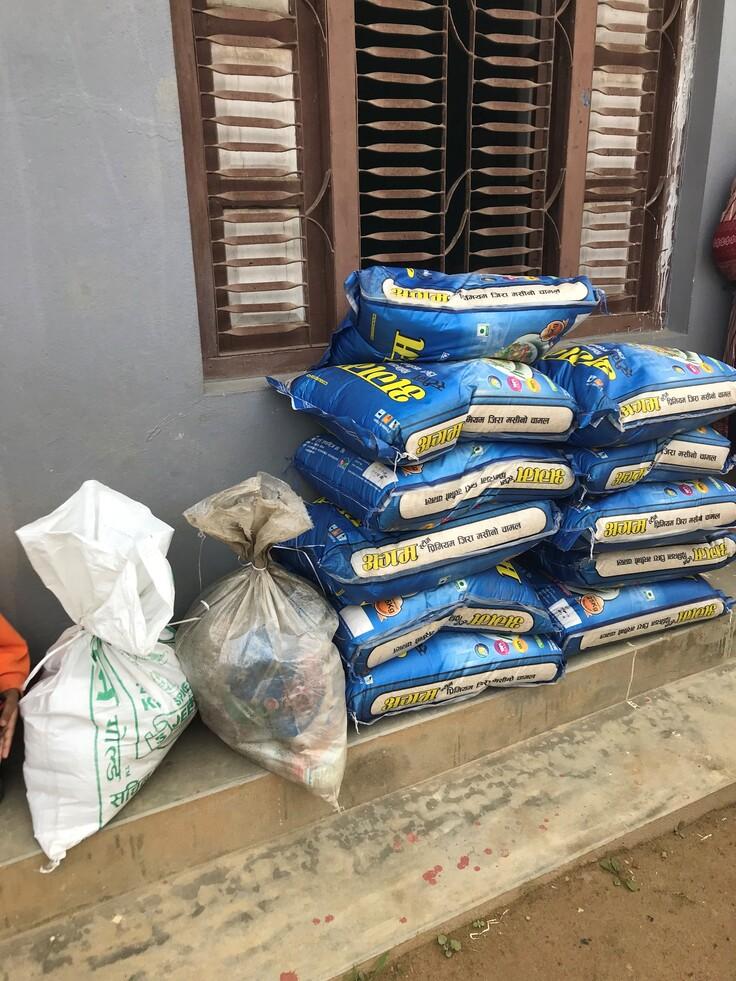 12世帯に配布した食糧