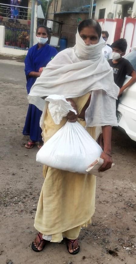 救援物資受給者