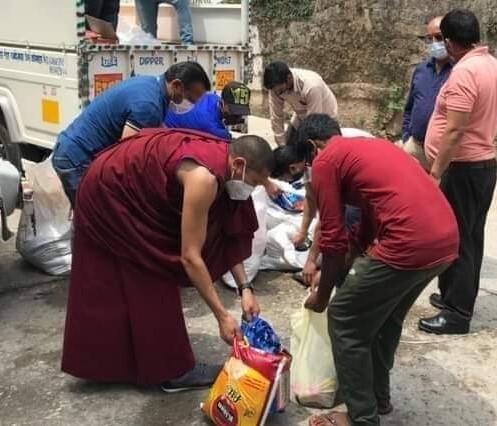 救援物資配布活動