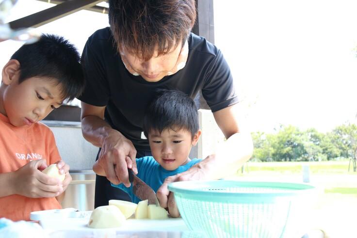 子どもと一緒に野外炊さんは人気が高い