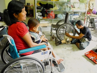 障がい者に車いすの修理技術を伝えたい in バリ島