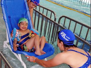 プール用車イスで、多くの障がい児の「泳ぎたい」をかなえたい!