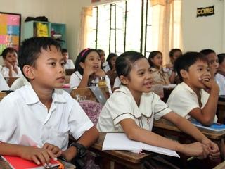 サンタさんになろう!フィリピンとインドネシアの子供たちに本を!