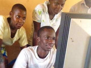 ウガンダの起業を志す若者に中古のPCを送りたい!
