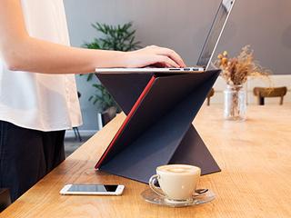 MacBook Airより軽く、工具なし組み立て3秒のポータブルデスク!