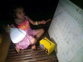 カンボジアの無電化地域にアカリを灯したい!