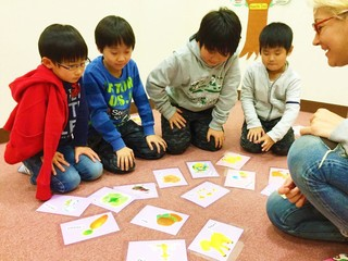 自然な英語を遊びや歌から!学習カードphonics to go!を作りたい